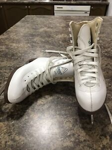 Size 3 Ice skating shoes