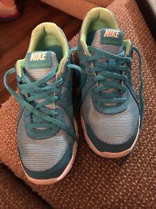 Girls size 4, Nike Revolution 2