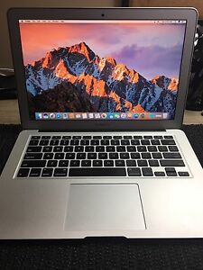 "MacBook Air 13"" 2ghz i7/8gb ram/512gb flash storage"