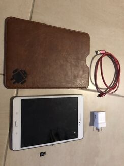 """Galaxy Tab A 8.0"""" 16G Wifi + Case + 64gb memory disk + charger"""