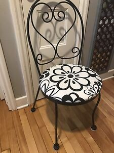 METAL BISTRO DESK ACCENT CHAIR BLACK AND OFF WHITE