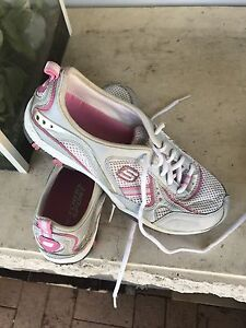 Ladies Skechers Size 6.5 and 7 Loganholme Logan Area Preview