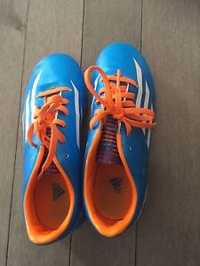 Adidas indoor soccer shoes size 2.5