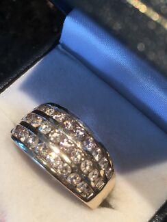 STUNNING MULTI DIAMOND RING