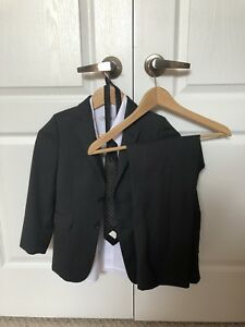 Boys suit ( 7 years old)  50 pounds