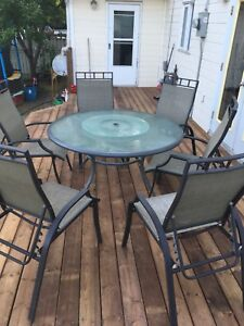 Patio set. Round table 6 chairs.