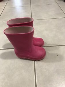 Rain boots size 7 for 5$