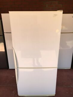 Westinghouse 500L fridge freezer