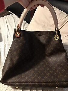 LV Large purse