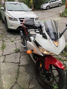 Moto Yamaha R3 2016