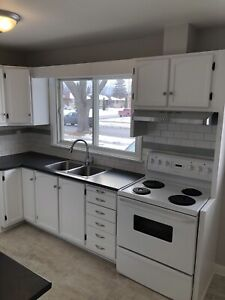Modern 3 bedroom main level house for rent in North Oshawa!