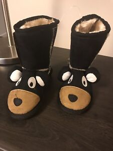 BNWT cozy toddler bear boots