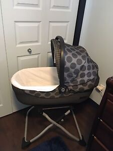 Peg Perego bassinet with stand & cover