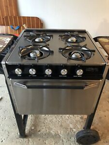 Outdoor gas stove and oven