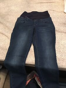 Thyme maternity jeans. Size medium. Only worn once.