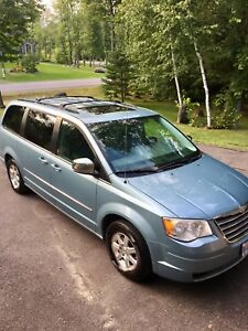 Chrysler van town and country 2009