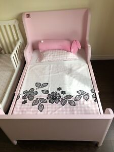 Very new kids bed include mattress,adjustable
