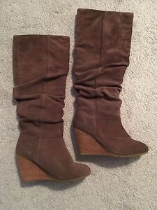 Le Chateau taupe suede boots
