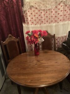 Table plus 5 chairs