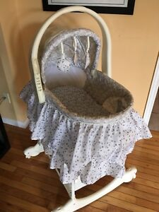 ***MINT CONDITION*** First Years Bassinet