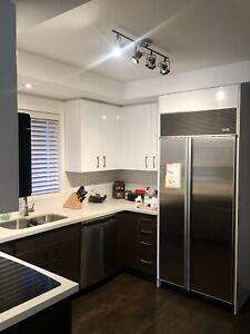 Large 2 br, 2 baths apartment available for lease in Allenby