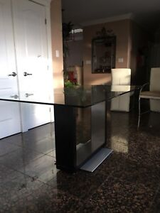 Glass Co+nice dining room table
