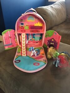 Back pack playset