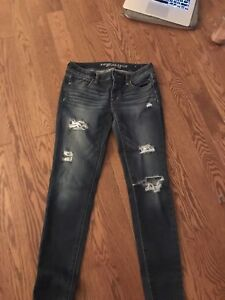 2 pairs of size 4 american eagle jeans