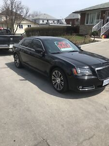 2012 Chrysler 300s FULLY LOADED WITH PANO SUNROOF