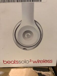 BEATS SOLO3 WIRELESS HEADPHONSE- WHITE- NEW WITH WARRANTY- mnx