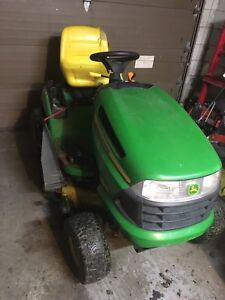 John Deere LA125 Riding mower tractor