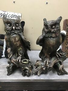 Pair of wise owl statues