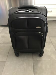 Samsonite spinner suitcase