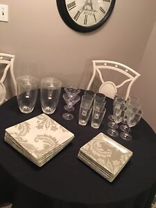 Acrylic glasses and plates