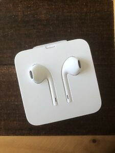 Apple Lightning EarPods - NEW