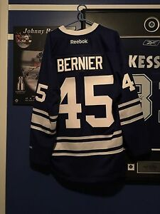 Leafs men's XL jerseys