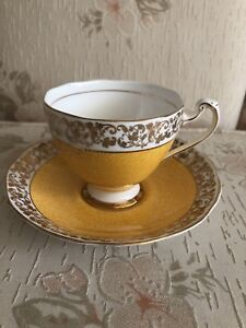 Vintage EUC yellow gold Roslyn China fine teacup saucer England