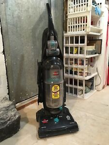 Aspirateur vertical Bissell cleanview helix
