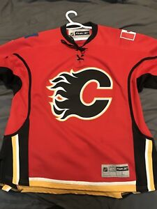 Signed Mark Giordano  Calgary Flames jersey Size L