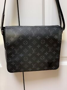Authentic LOUIS VUITTON Messenger Bag 04e7893c3b454