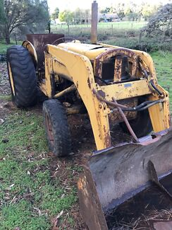 MASSEY FERGUSON 65 FRONT END LOADER