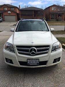 BEAUTIFUL 2010 MERCEDES GLK 350 4-MATIC - WHITE