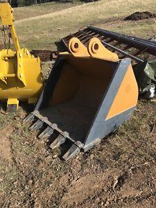Unused excavator bucket 330/336 caterpillar