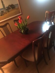 DINING TABLE EXTENDABLE 6 PERSON