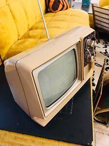 Petit télévision vintage