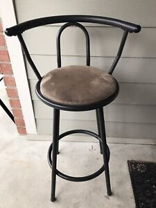 Bar stools in excellent condition (Price Negotiable)