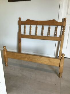 Lovely king single bed, good condition