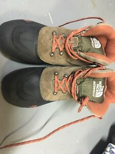 North Face Size 6 Boys/8 Ladies Boots