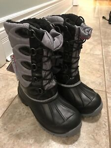 Winter Boots new with tags - Children's Size 3