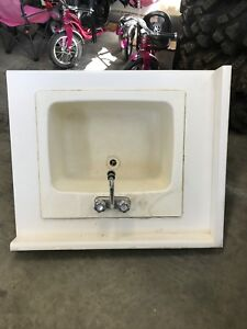 Laundry sink/tub with top